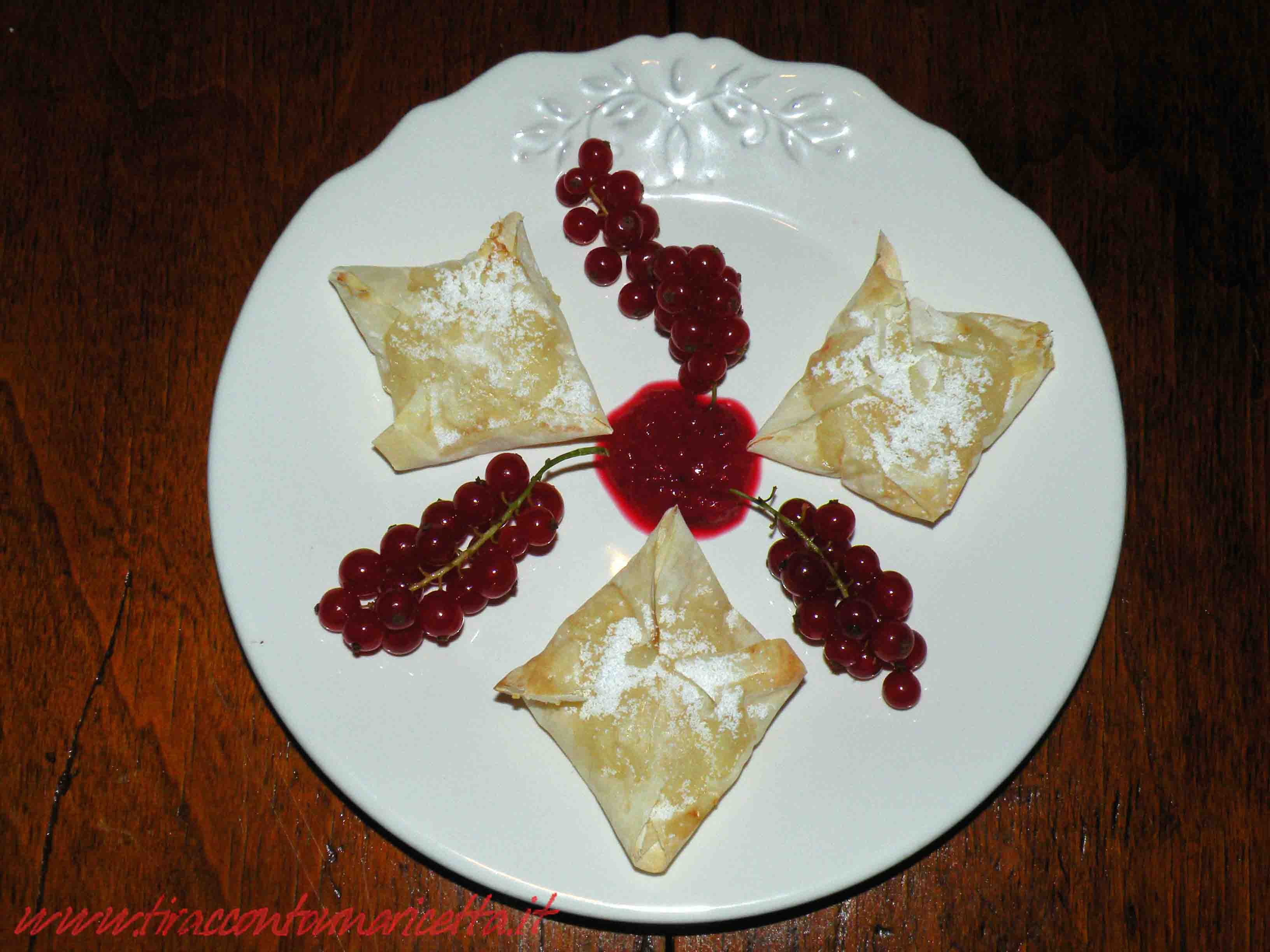 Dumplings with cottage cheese, custard and red currant sauce