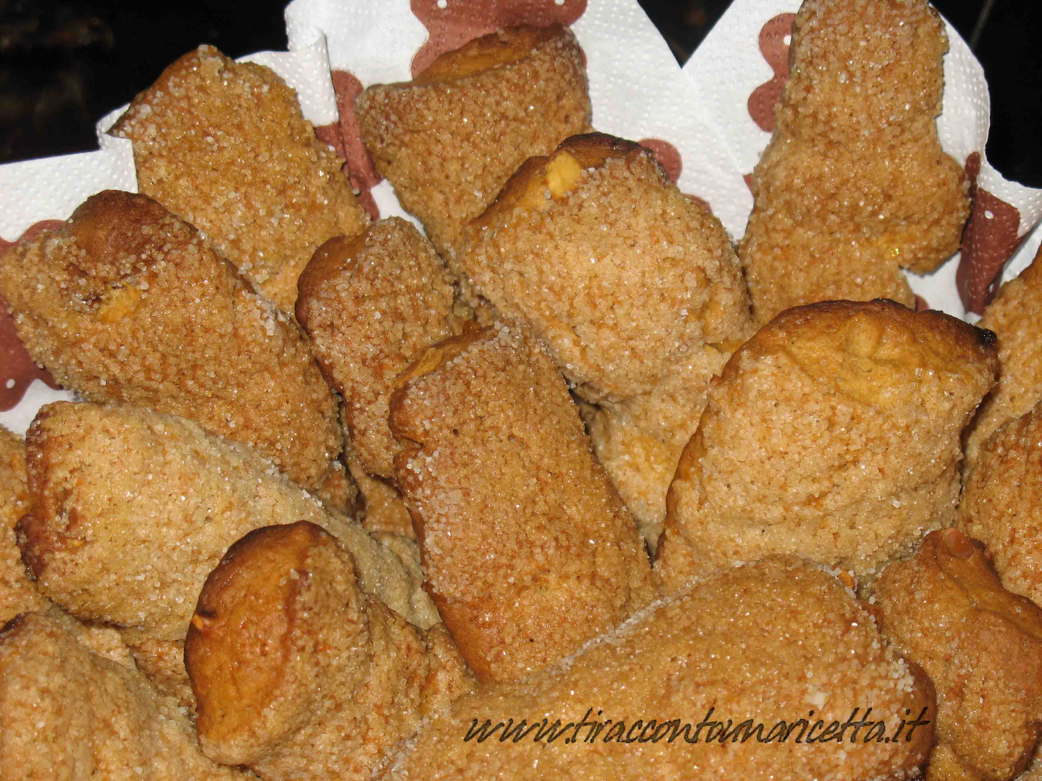 Almond cookies with Moscato di Terracina passito