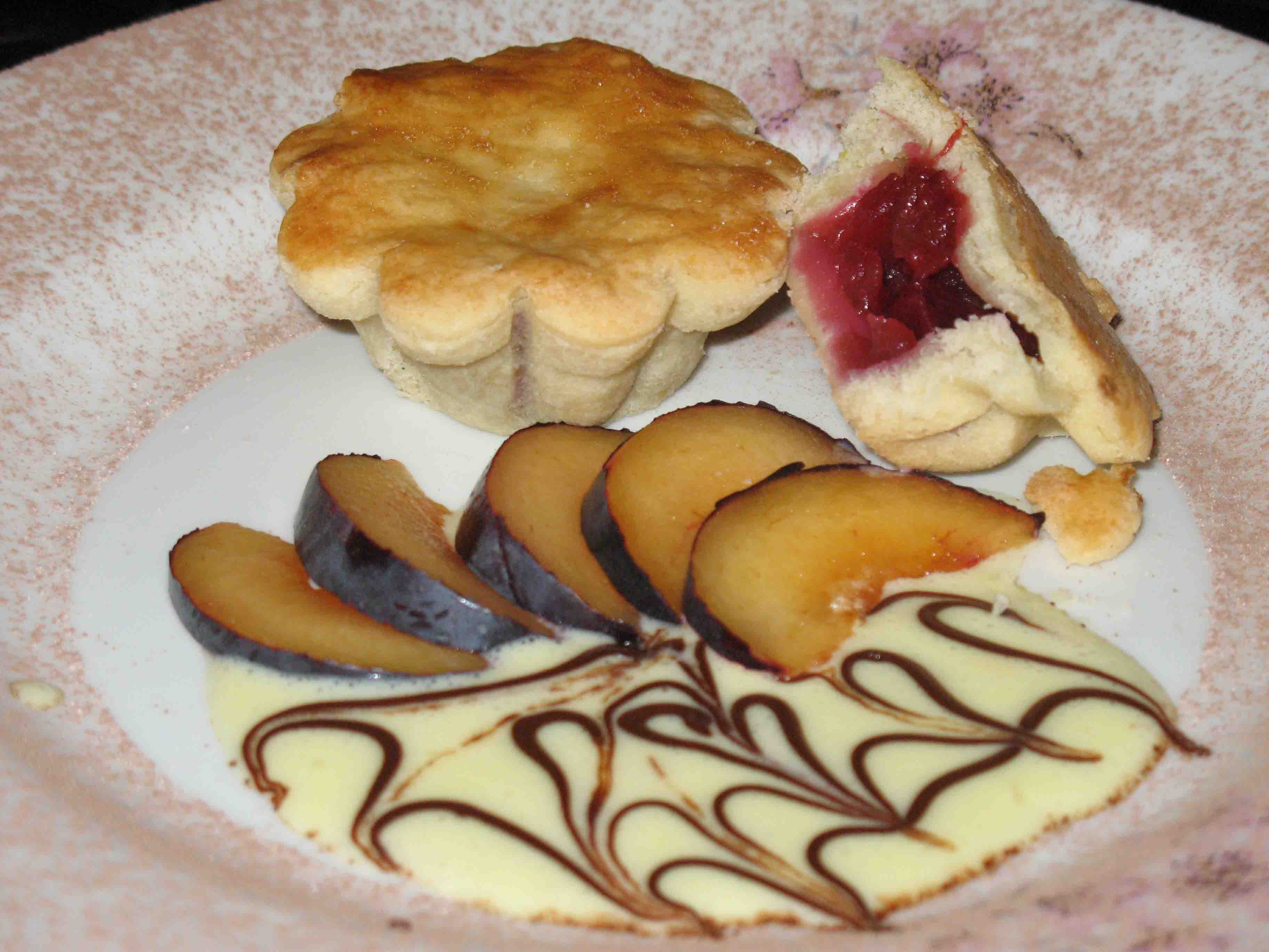 Patty-cake with apples and prunes