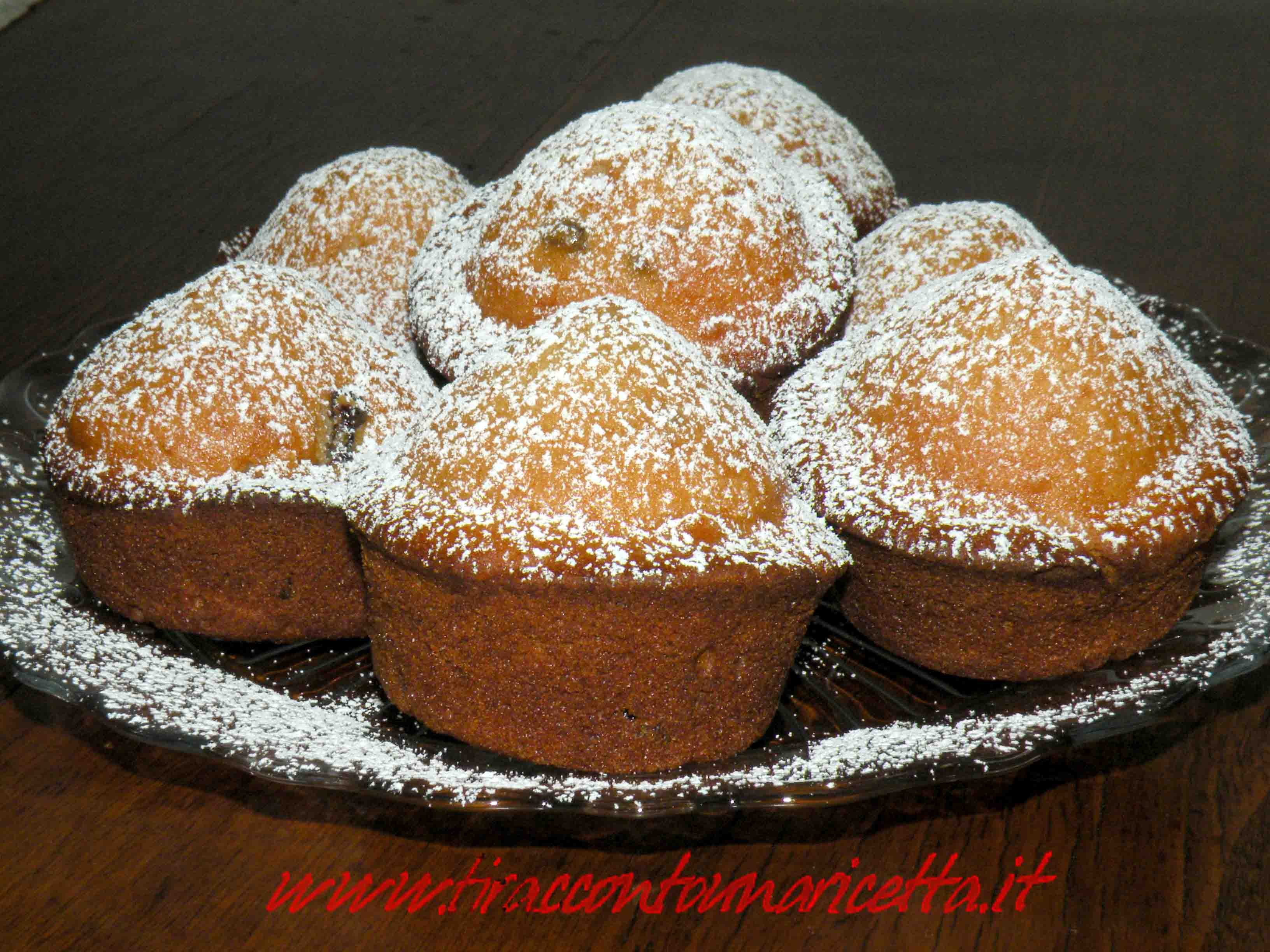 Muffin with ricotta cheese and sour cherries