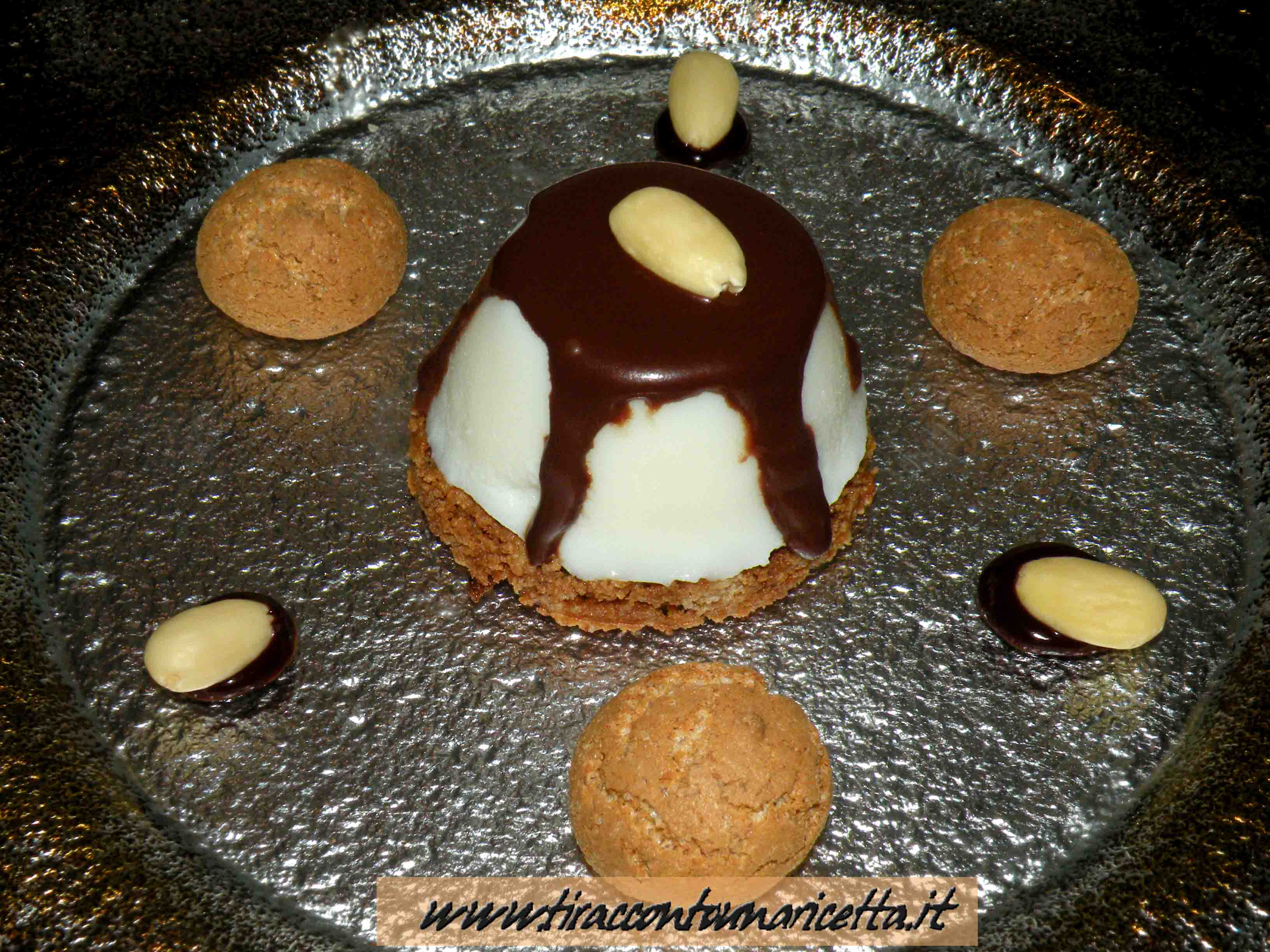 Panna cotta with crunchy amaretti and chocolate