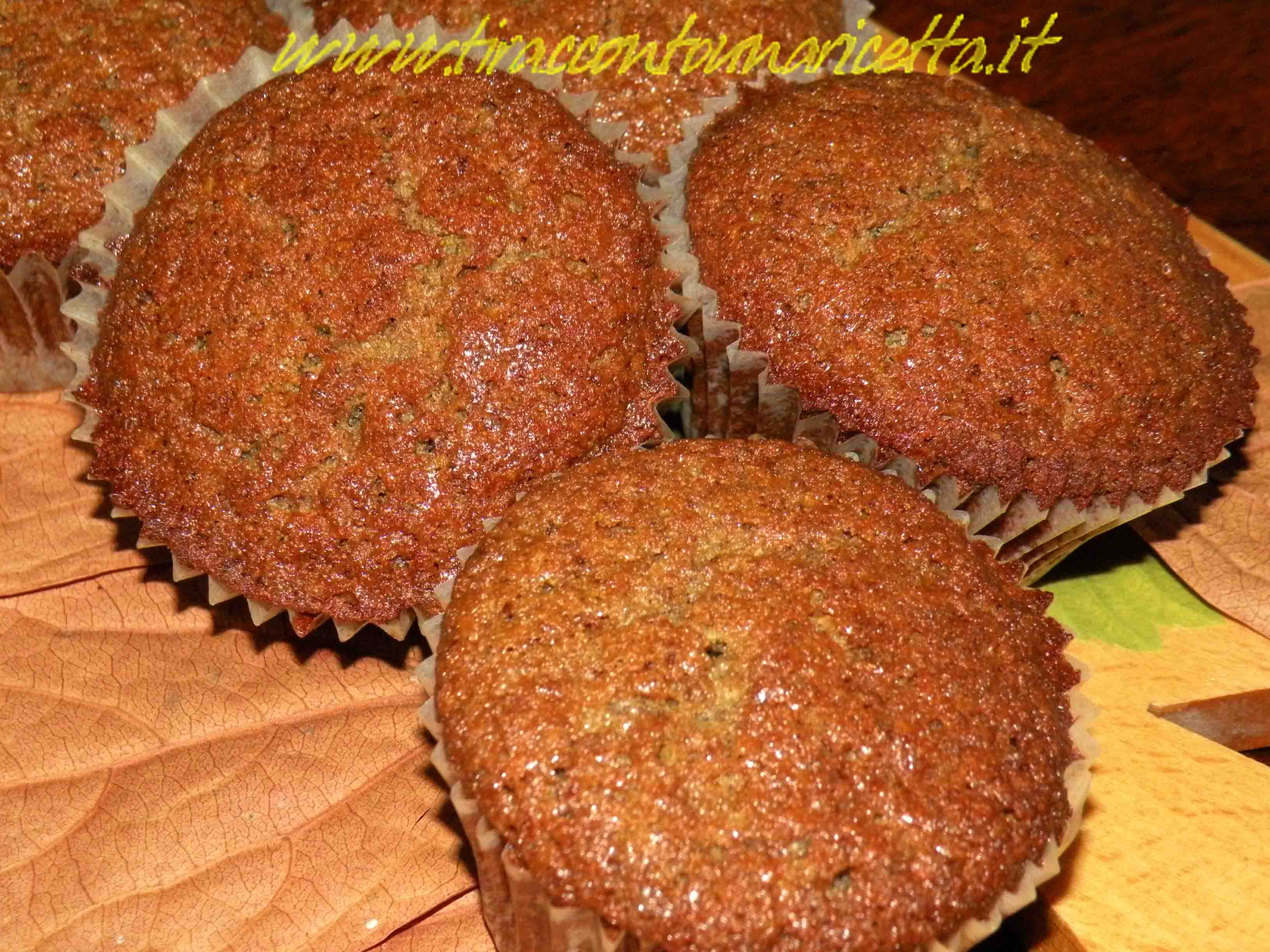 Muffin with buckwheat, flour of pistachios and strawberries for celiac
